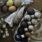 Färgade ägg och origamisvalor till påskriset